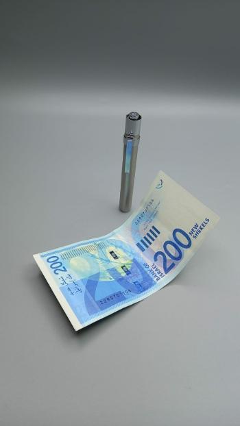 פנס לד לבדיקת שטרות מזויפים